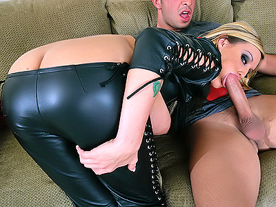 Hot pornstar Memphis Monroe satisfies her cock-hunger!